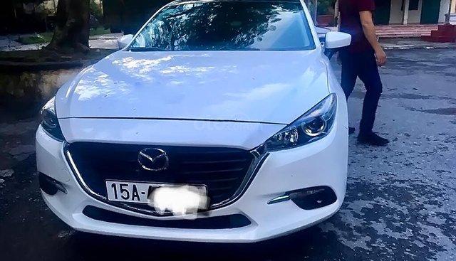Bán Mazda 3 facelift sản xuất năm 2018, màu trắng, xe đẹp