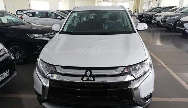 Bán Mitsubishi Outlander 2.0 CVT thu hút mọi góc nhìn