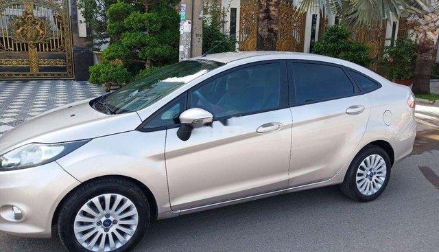 Chính chủ bán xe Ford Fiesta đời 2013, màu bạc, nhập khẩu, BSTP
