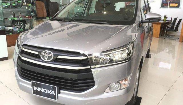Bán ô tô Toyota Innova sản xuất năm 2019, màu bạc