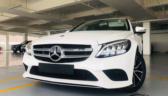 Bán ô tô Mercedes C200 năm sản xuất 2019, màu trắng, nhập khẩu nguyên chiếc