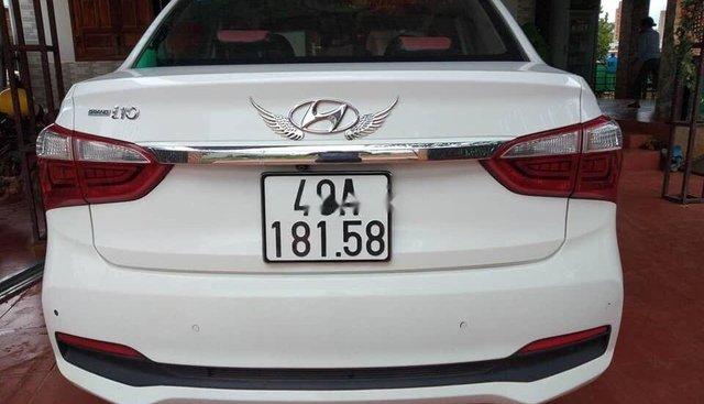 Gia đình bán Hyundai Grand i10 đời 2017, màu trắng, xe nhập