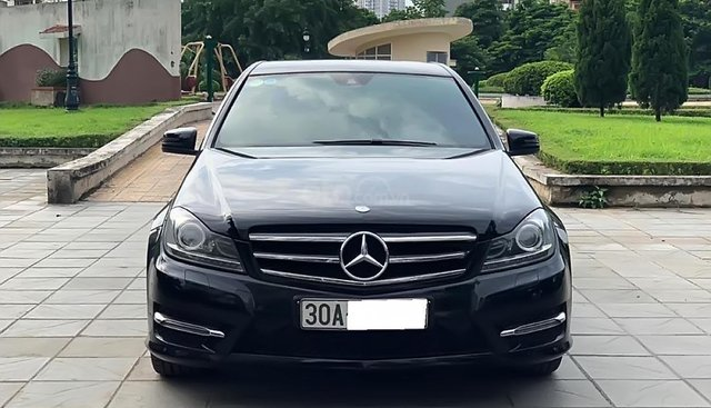 Cần bán gấp Mercedes C200 năm 2013, màu đen số tự động