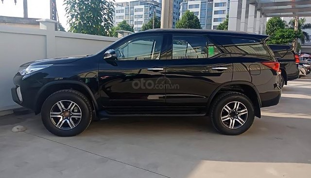 Bán Toyota Fortuner 2.4G 4x2 AT năm 2019, màu đen