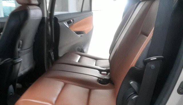 Bán Toyota Innova 2.0E màu nâu titan số sàn sản xuất 2017, biển Sài Gòn 1 chủ