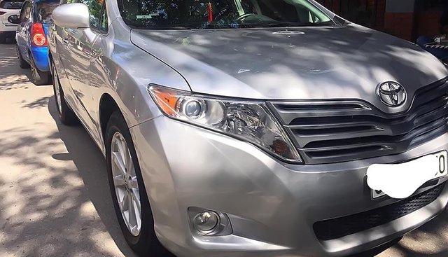 Cần bán gấp Toyota Venza năm 2009, màu bạc, nhập khẩu nguyên chiếc xe gia đình