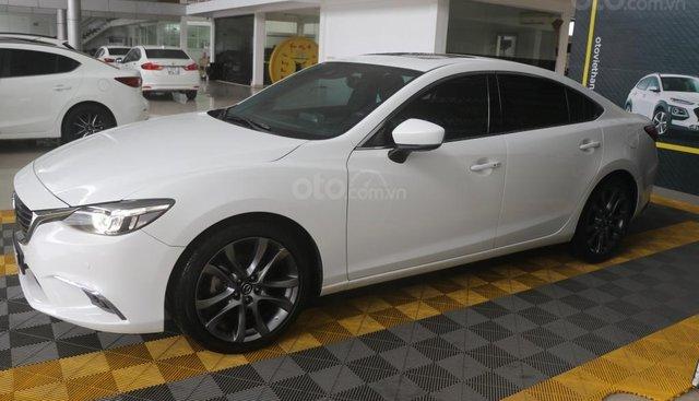 Bán Mazda 6 Premium 2.5AT năm sản xuất 2017, màu trắng, 858tr