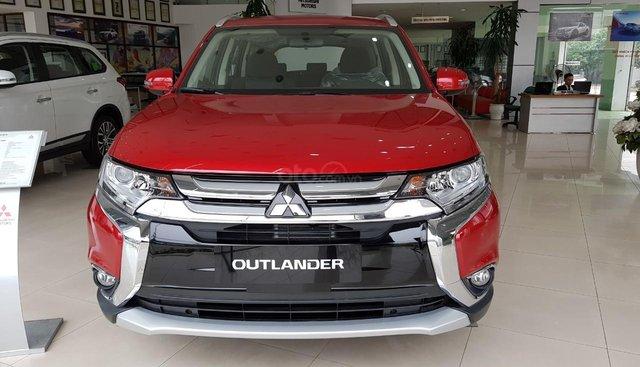 Mitsubishi Outlander giảm giá tới 71tr trong tháng 8 tặng ghế da chính hãng giao xe ngay
