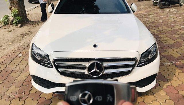 Bán Mercedes E250 đời 2018, trắng tinh khôi, 1 chủ từ mới, đẹp dạng ngời