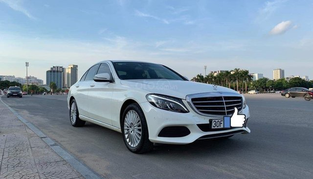 Cần bán Mercedes-Benz C250 sx 2016, màu trắng, giao dịch chính chủ