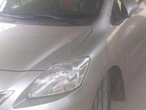 Cần bán xe Toyota Vios đời 2011, màu bạc, chính chủ
