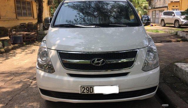 Cần bán Hyundai Grand Starex CVX đời 2011, màu trắng, xe nhập
