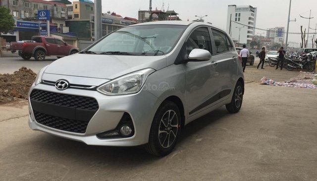 Bán Hyundai Grand i10 1.2 AT mới 2019, màu bạc, xe giao ngay khuyến mại lớn