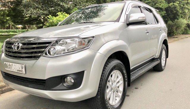 Cần bán xe Toyota Fortuner V năm 2012, màu bạc máy xăng cực đẹp