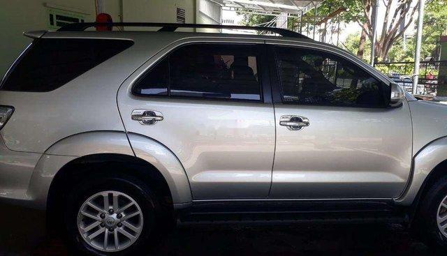 Cần bán lại xe Toyota Fortuner 2014, màu bạc còn mới