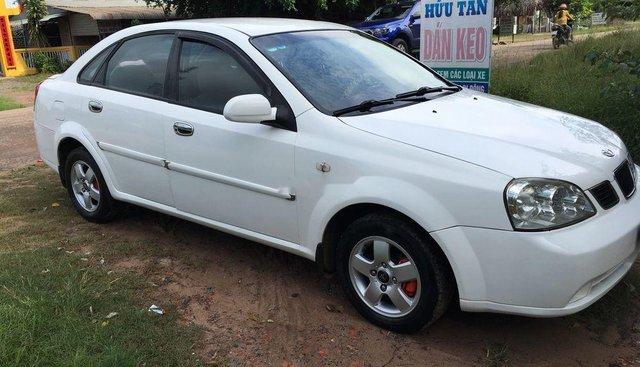 Gia đình bán xe Daewoo Lacetti đời 2005, màu trắng