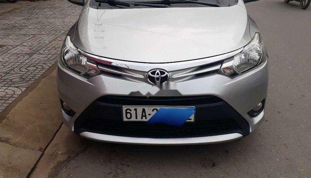 Cần bán gấp Toyota Vios năm sản xuất 2015, màu bạc