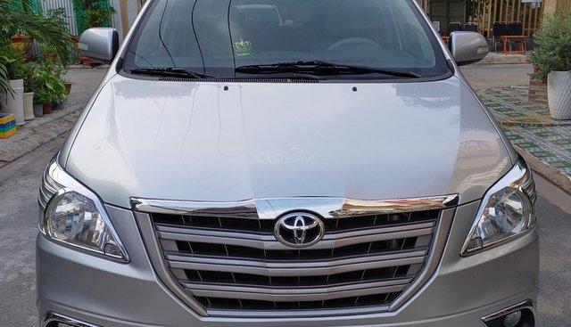 Bán Toyota Innova E đời 2015, màu bạc chính chủ