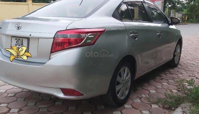 Cần bán xe Toyota Vios J đời 2015, màu bạc xe gia đình