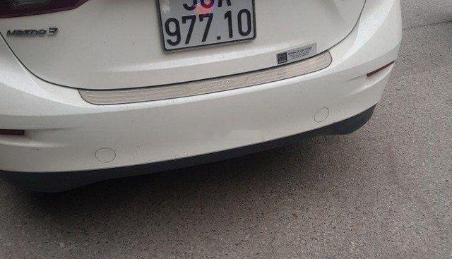 Chính chủ bán Mazda 3 1.5AT đời 2016, màu trắng, nhập khẩu