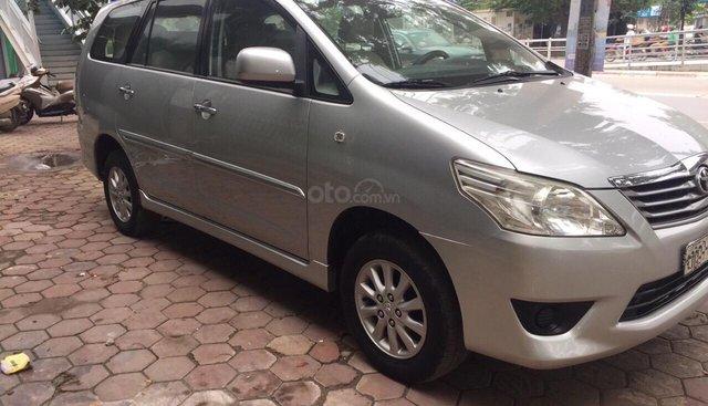 Bán ô tô Toyota Innova 2.0 MT đời 2012, màu bạc, biển Hà Nội không chạy dịch vụ