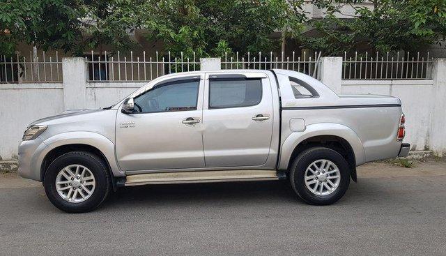 Bán Toyota Hilux G đời 2014, màu bạc, xe nhập