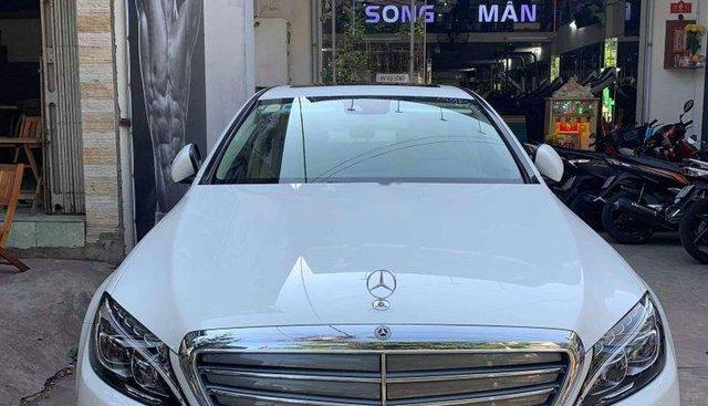 Bán Mercedes C250 2018, màu trắng, đẹp 99%