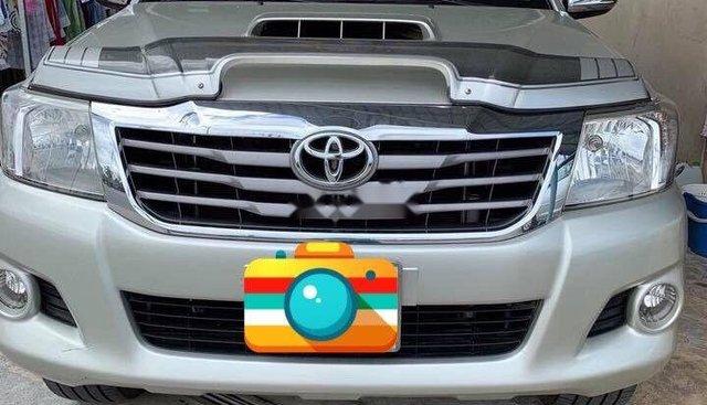 Bán Toyota Hilux năm 2011, màu bạc, nhập khẩu, số sàn