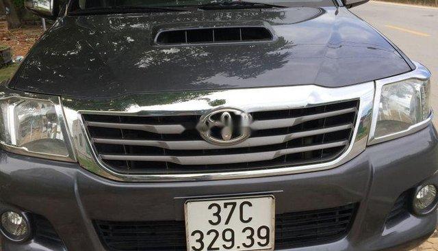 Cần bán xe Toyota Hilux sản xuất 2013, màu xám, giá tốt