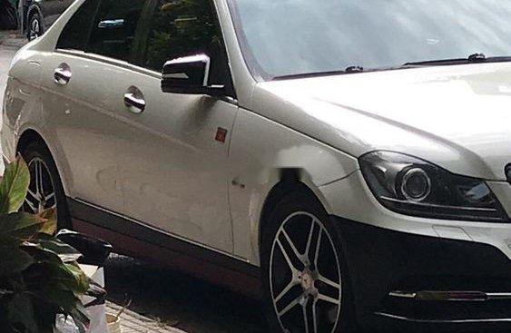Cần bán Mercedes C250 năm 2012, màu trắng, xe nhập, 680 triệu