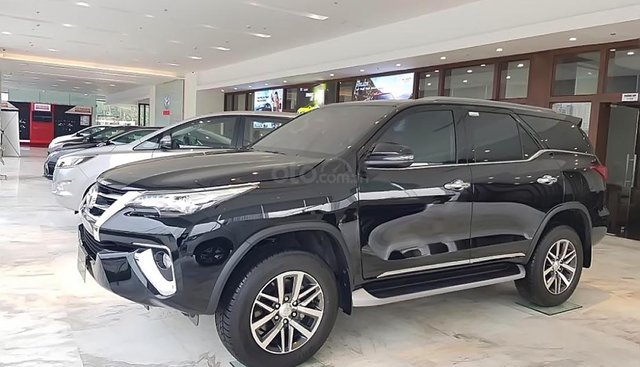 Cần bán xe Toyota Fortuner đời 2019, màu đen