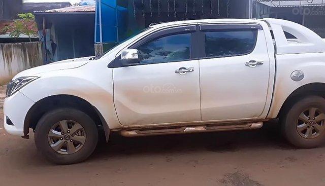 Xe Mazda BT 50 2.2L 4x4 MT sản xuất năm 2015, màu trắng