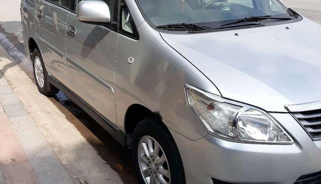 Bán Toyota Innova MT sản xuất năm 2013, màu bạc, máy êm