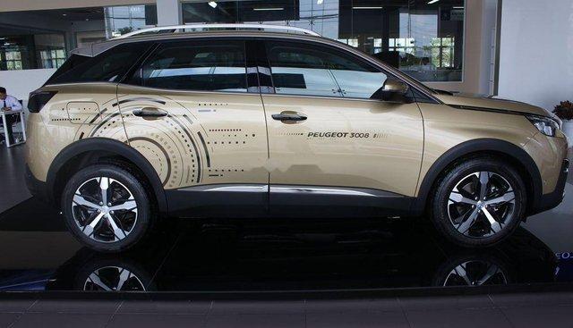 Bán xe Peugeot 3008 đời 2019, màu vàng, giá tốt