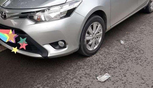 Cần bán Toyota Vios đời 2017, màu bạc còn mới