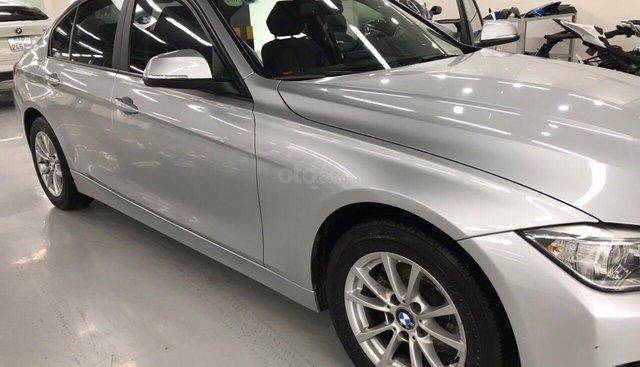 Cần bán xe BMW 3 Series 320i năm sản xuất 2012, màu bạc, nhập khẩu nguyên chiếc, giá 760tr