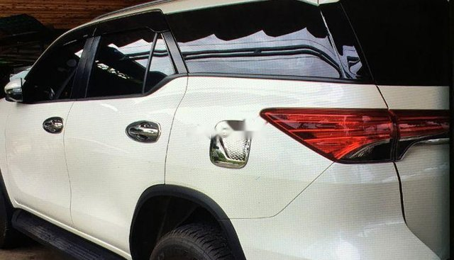 Bán xe Toyota Fortuner năm 2019, màu trắng, nhập khẩu