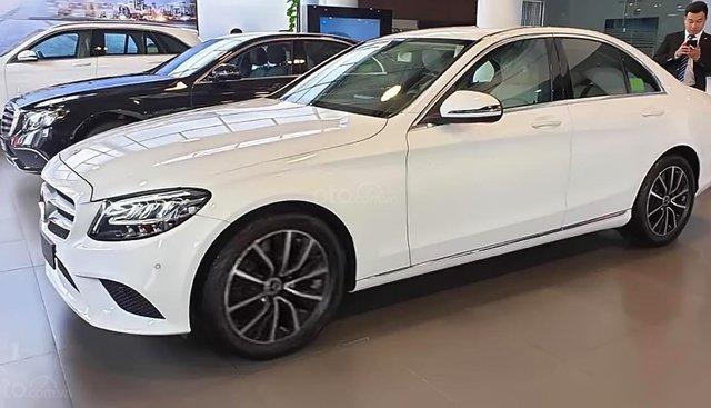 Bán xe Mercedes C200 2019, màu trắng