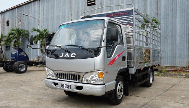 Giá xe tải JAC 2t4 2019 thùng 3m7, máy CN Isuzu. 90tr nhận xe ngay