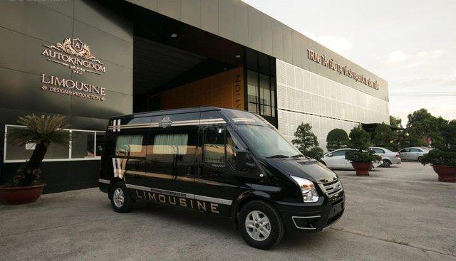 Bán Ford Limousine 10 chỗ xả hàng giảm 100 triệu, liên hệ 0933834796