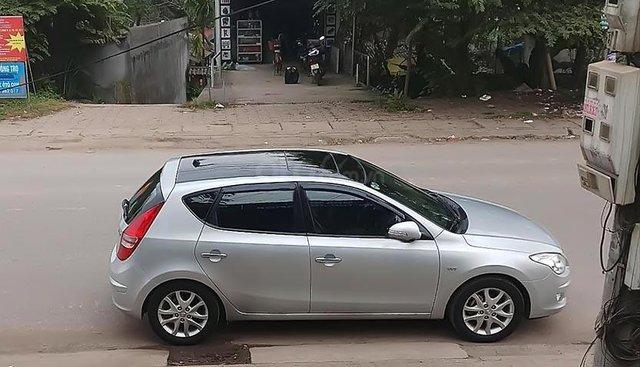 Xe Hyundai i30 Premium sản xuất năm 2010, màu bạc, nhập khẩu