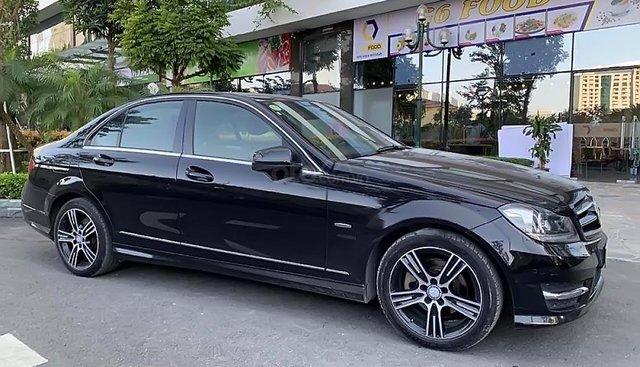 Cần bán Mercedes C200 đời 2013, màu đen