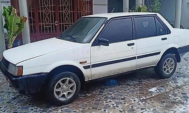 Cần bán gấp Toyota Corolla 1.3 MT năm 1990, màu trắng, nhập khẩu, giá tốt