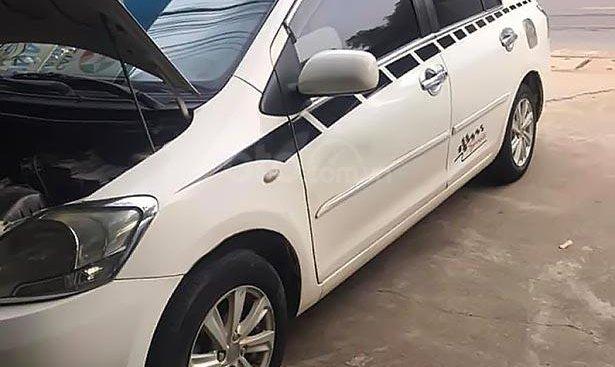 Cần bán lại xe Toyota Vios 1.5E 2009, màu trắng, giá tốt