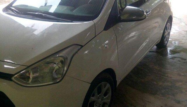Cần bán xe Hyundai Grand i10 năm sản xuất 2016, màu trắng, xe gia đình