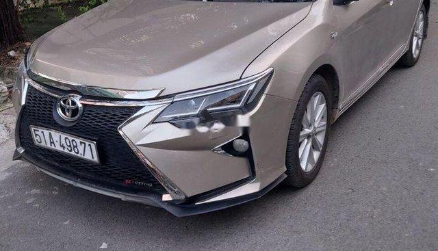 Bán xe Toyota Camry đời 2013, màu vàng cát, zin 100%