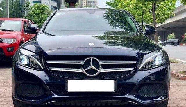 Bán Mercedes C200 màu xanh cavansai sản xuất cuối 2016, đăng ký 2017, biển Hà Nội