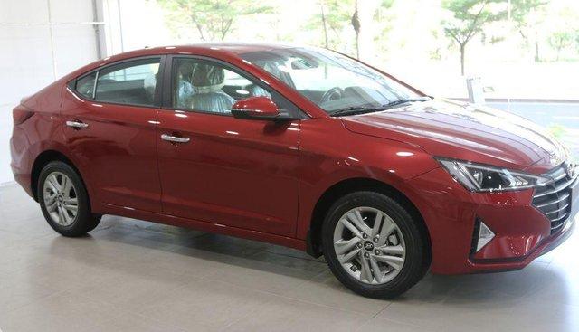 Bán Hyundai Elantra đời 2019, màu đỏ giá cạnh tranh