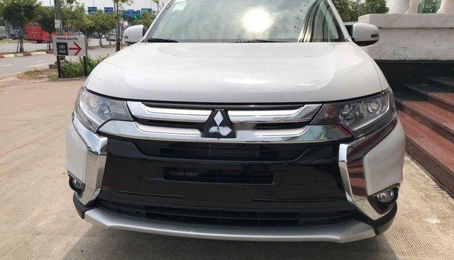 Cần bán Mitsubishi Outlander đời 2019, màu trắng