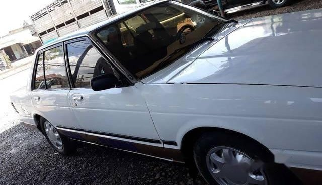Cần bán lại xe Nissan Bluebird sản xuất 1982, màu trắng